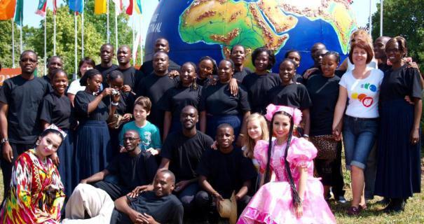 """International geht es zu, wenn die """"Harmonie"""" zu ihrem Festival nach Lindenholzhausen einlädt. So war es 2011, so soll es auch 2017 werden."""
